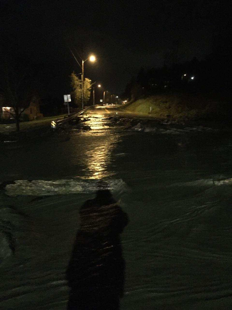 Water rushes over Marysville's Sunnyside Blvd. (Photo: Marysville Police)