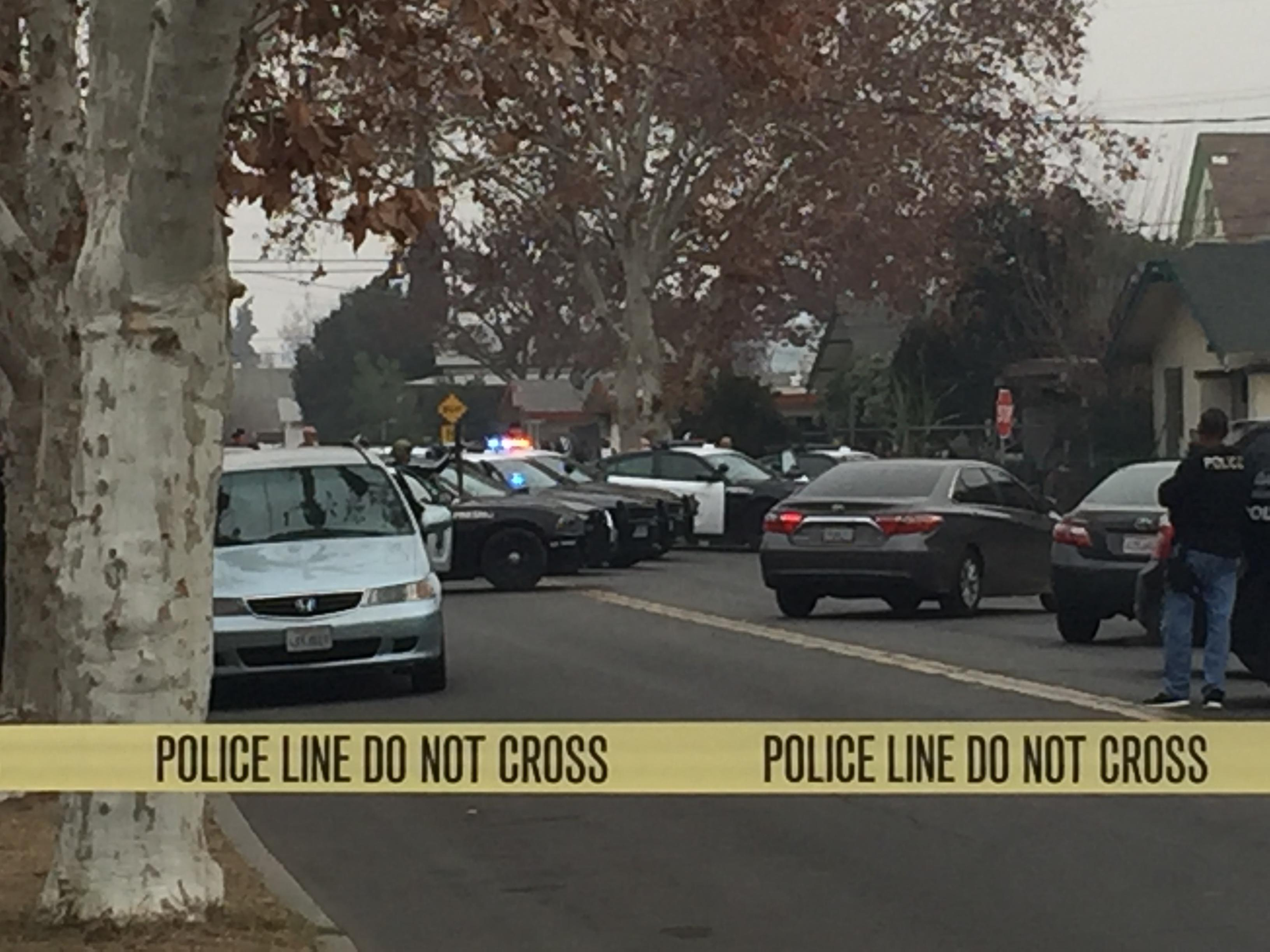 Fresno Police standoff scene. Officers surrounded an apartment building. (FOX26)<p></p>